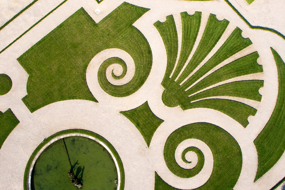 復元されたラトナ花壇の刺繍モチーフ