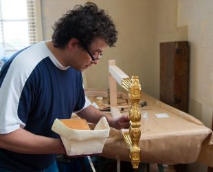 Gilding the leg of a folding stool