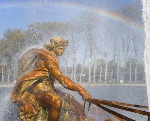 水が入れられたアポロンの馬車の泉水