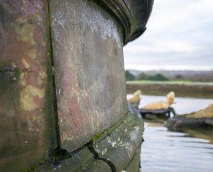 ラトナの泉水の大理石