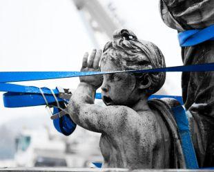 Diana durante el desmontaje del grupo escultórico
