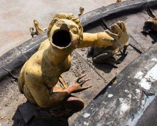 Sculptures en plomb avant l'enlèvement
