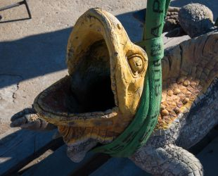 トカゲの像の撤去