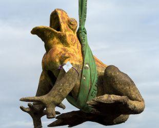 蛙の像の撤去