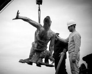 農民像の撤去