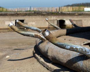 ラトナの泉水の配水管