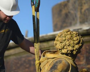 Video : Removal of the sculptures of the Latona fountain - English version