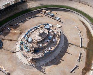 空から見た修復後のラトナの泉水