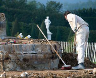 Limpieza de la obra de albañilería del estanque