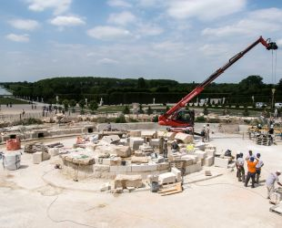 Putting back the replica of the Latona Fountain hydraulic system