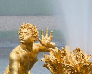 Turning on the fountain of the Latona Parterre