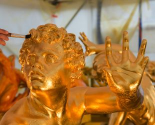 Gilding lead sculptures