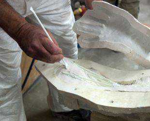 Confection du moulage du groupe sculpté de Latone