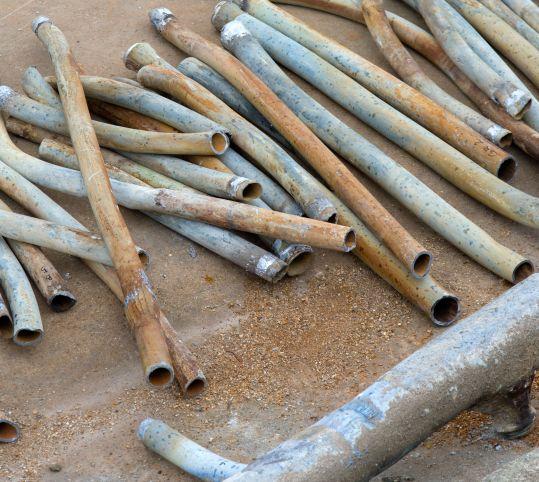 ラトナの花壇の給水管
