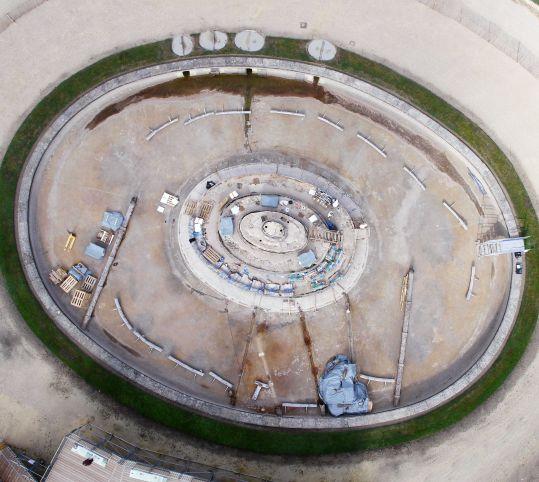 空から見た工事中のラトナの泉水