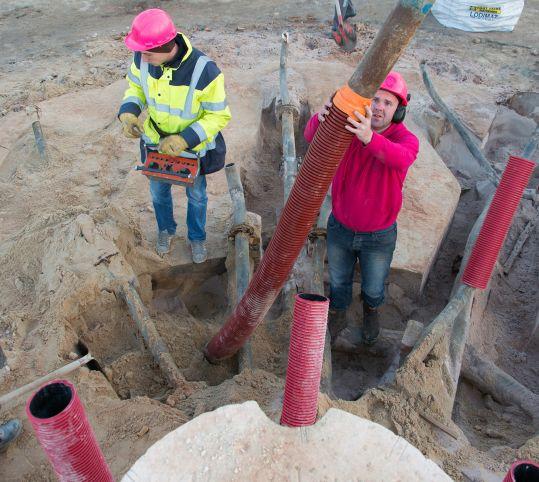 Retrait du sable autour des canalisations