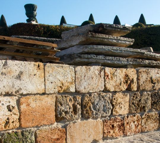 Positioning millstones
