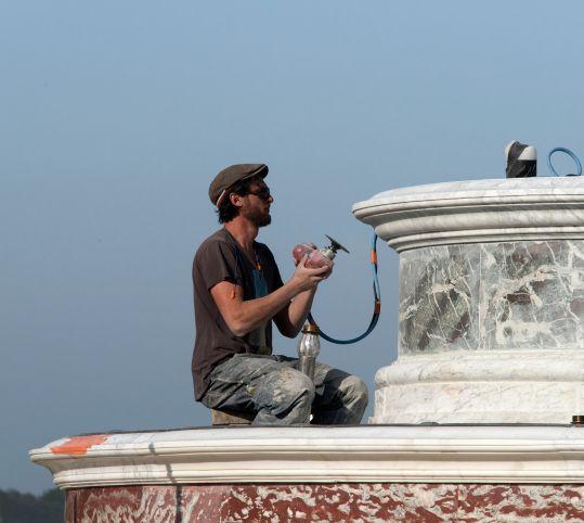 Finitions de la restauration des marbres